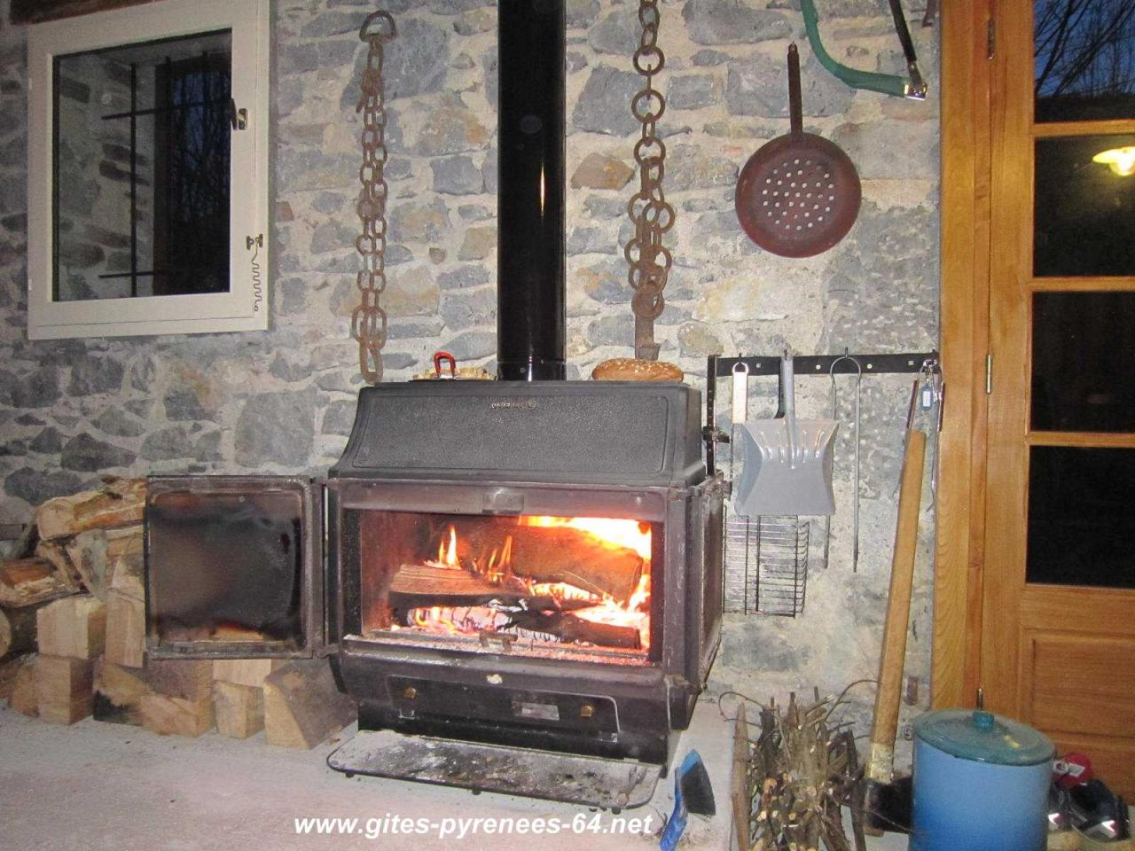 location insolite pyr n es atlantiques oloron en montagne. Black Bedroom Furniture Sets. Home Design Ideas
